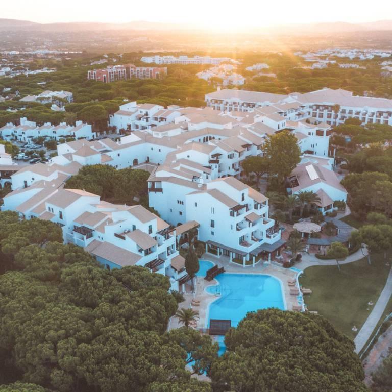 PORTUGAL BEACH LIFE RECOMENDA PINE CLIFFS RESORT PARA FÉRIAS
